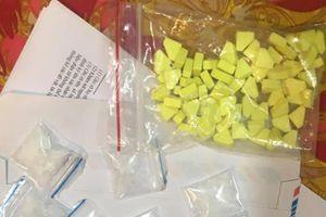 Bắt quả tang '9X' mua bán trái phép chất ma túy