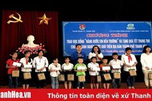 Thành đoàn TP Thanh Hóa trao học bổng 'Nâng bước em đến trường' cho học sinh nghèo vượt khó học giỏi