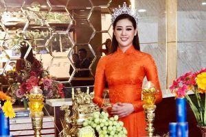 Nhiều sao Việt mặc áo dài khi cúng Tổ nghề