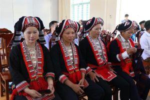 Khơi dậy nghề thêu, dệt thổ cẩm của người Dao Đỏ tại Hà Giang