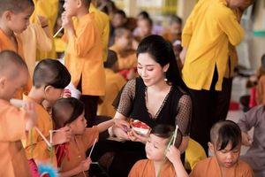 Hoa hậu Tô Diệp Hà mang Tết Trung thu sớm cho trẻ mồ côi