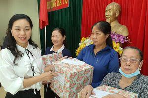 IPA tổ chức thăm hỏi, trao quà cho người cao tuổi