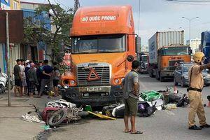Tai nạn giao thông sáng 29/9: Xe container đi vào làn xe máy, húc văng 7 phương tiện đang chờ đèn đỏ, 6 người bị thương