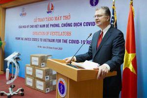Mỹ tặng máy thở cho Việt Nam để ứng phó đại dịch Covid-19