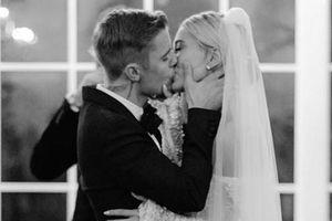 Vợ chồng Justin Bieber đăng ảnh kỷ niệm một năm ngày cưới