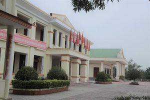 Vì sao trụ sở xã 'đẹp long lanh' ở Hà Tĩnh bị bỏ hoang?