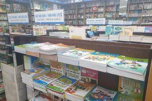 Sau gần 1 tháng, học sinh lớp 1 trường Lê Văn Thọ đã có đủ sách giáo khoa để học