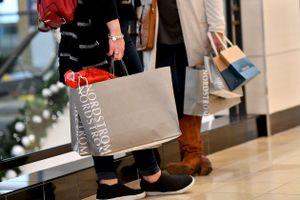 Thu nhập cá nhân giảm - rào cản lớn đối với phục hồi kinh tế Mỹ
