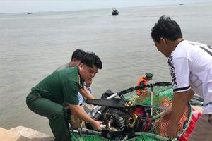 Bộ đội Biên phòng ứng cứu người đàn ông bay dù lượn gặp nạn rơi xuống biển