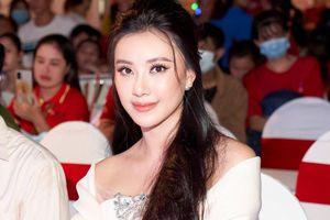 Phản hồi của Á hậu Kim Duyên khi bị nhận xét gương mặt khác lạ