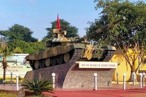 Hoành tráng tượng đài xe tăng T-90S mừng ngày thành lập Binh chủng Tăng-Thiết giáp