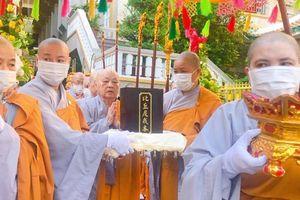 Đại giới đàn Huệ Hưng PL.2564 : Chư Ni cung thỉnh Giới bổn về chùa Thanh Tâm
