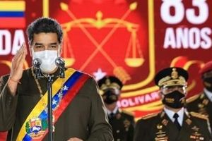 Tổng thống Venezuela Maduro cùng con trai tiêm vaccine Sputnik V