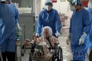 Cụ bà 103 tuổi có bệnh phổi mãn tính chiến thắng Covid-19