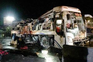 Tai nạn giao thông mới nhất hôm nay 7/10: Xe khách tông xe tải, 1 người tử vong, 19 người bị thương