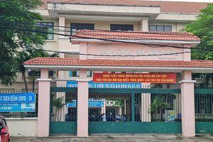 Phụ huynh phản ánh tiểu học Đỗ Tấn Phong bán cả các loại giấy bao kiếng