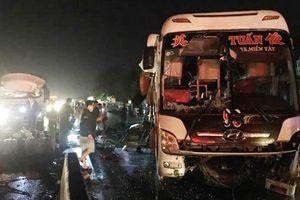 Tiền Giang: Xe tải tông xe khách trong đêm, 20 người thương vong