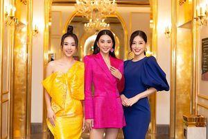 Tiểu Vy, Mỹ Linh cùng 'hội chị em' diện váy áo đủ màu dự họp báo bán kết Hoa Hậu Việt Nam