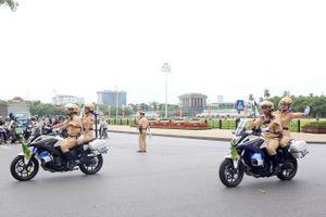 Những nữ cảnh sát giao thông xinh đẹp sẽ dẫn đoàn, phục vụ Đại hội Đảng