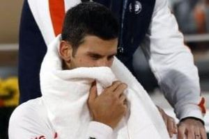 Đối thủ tố Djokovic dùng chiêu trò