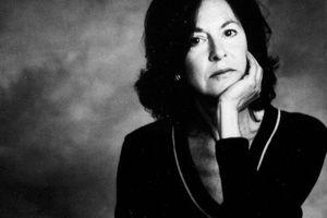 Giải Nobel Văn học 2020 tôn vinh giọng thơ 'không thể nhầm lẫn' của Louise Gluck