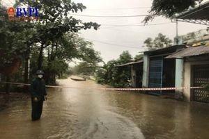 Nhói lòng cảnh Đà Nẵng bị nước bủa vây