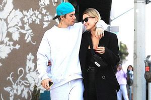 Bị công kích, vợ Justin Bieber từng không muốn thân mật với chồng trước công chúng