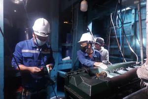 Khắc phục thành công sự cố hỏng máy tàu cá BĐ 91388 TS
