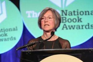 Nobel Văn học về tay nhà thơ Mỹ Louise Gluck