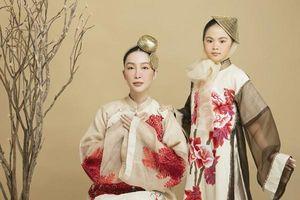 NTK Vũ Việt Hà dùng tơ sen may áo dài làm quà tặng Hà Nội nhân dịp tròn 1010 năm tuổi