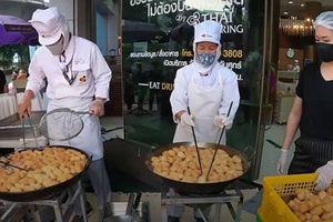 Thai Airways bán thức ăn đường phố