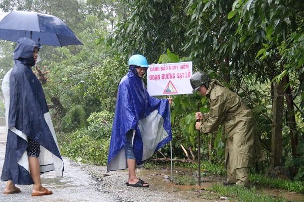 Mưa lớn trên diện rộng, hàng chục ngàn học sinh huyện miền núi Hà Tĩnh phải nghỉ học
