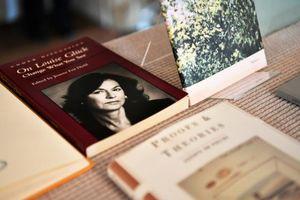 Nobel Văn học 2020 gọi tên nhà thơ Mỹ Louise Gluck