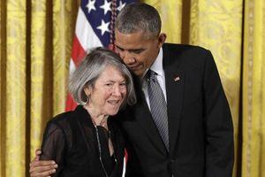 Nobel Văn chương vinh danh nữ thi sĩ người Mỹ