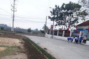 Nữ sinh bị đánh tại cổng trường ở Quảng Ninh: Mâu thuẫn giữa ba nữ sinh?