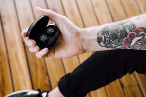 Grado có tai nghe truewireless đầu tiên, GT220, chú trọng màu âm tự nhiên