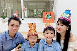 Sao Việt 9/10: Đăng Khôi lộ cánh tay băng bó trong sinh nhật con trai