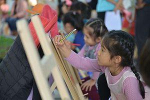 Hơn 300 thiếu nhi tham gia thi vẽ tranh ''Em yêu Hà Nội - Thành phố Vì hòa bình''