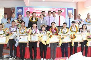 Khen thưởng thí sinh đạt giải cao kỳ thi tay nghề toàn quốc