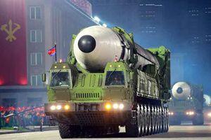 Triều Tiên khoe dàn khí tài cực khủng trong lễ duyệt binh lúc 0h