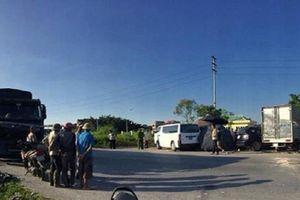 Xe con đấu đầu xe tải, 5 người trong một gia đình thương vong