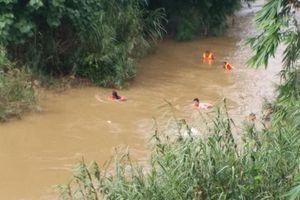 Lâm Đồng: Cô gái bị lũ cuốn trôi khi đi làm về