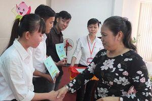 Trao 85 suất học bổng Nguyễn Sinh Sắc cho sinh viên vượt khó học giỏi