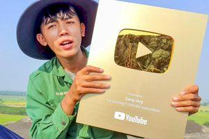 Bị tuýt còi vì 'bạo lực trẻ em', 'YouTuber nghèo nhất Việt Nam' liệu có nguy cơ bị 'bay màu' kênh YouTube?