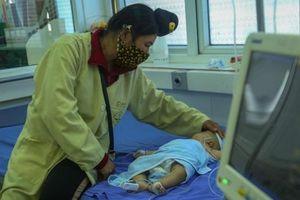 Vụ bé gái 2 tháng tuổi tử vong khi tiêm vắc xin, 4 trẻ khác đang được theo dõi