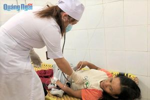 Quảng Ngãi: 7 người trong một nhà nhập viện vì ngộ độc nấm