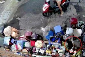Bắt tạm giam người phụ nữ chở trẻ nhỏ dàn cảnh trộm tiền của người bán tạp hóa