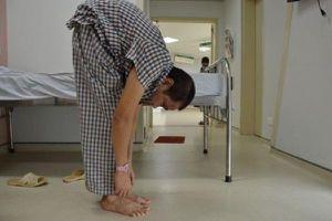 Thanh niên 36 tuổi đứng thẳng sau 22 năm 'gù lưng tôm'