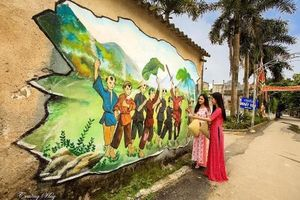 'Con đường bích họa' của phụ nữ làm đẹp thêm vùng đất cố đô