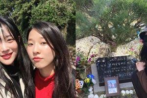 Xót xa hình ảnh phần mộ của Sulli sau 1 năm ngày mất